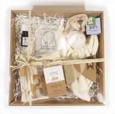 biologische lavendel olie.,Natuurlijk baby cadeau, natuurlijk babypakket,natuurlijk baby kadopakket, essentiële bio-olie lavendel, bijtring hout, knuffelpop Zmooz Natural Brown, biologisch katoenen romper, kersenpitzakje, baby cadeau, natuurlijk cadeau voor baby