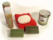 Geschenkset met natuurlijke producten, geurkaars witte salie, Olijfzeep, Natuurlijke parfum, konjacspons
