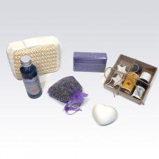 Rebul lavendel, biologische lavendel olie, Cadeaupakket levendel, lavendelzeep, olijfzeep, eau de cologne lavendel Rebul, biologische lavendelolie, sisalspons, lavendelblaadjes, geurzakje lavendel